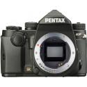 Pentax KP + 18-135mm + kaamerakott + lisaaku, must