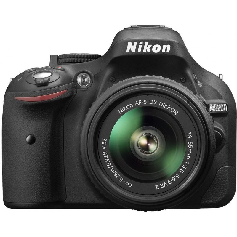 Nikon D5200 + 18-55mm VR II Kit, must