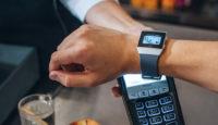 Банк на вашем запястье — используйте для платежей смарт-часы Fitbit