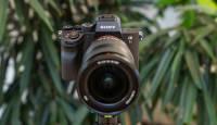 Sony a7R III või a7R IV + valitud Sony FE objektiivi ostul soodukas 350-600€